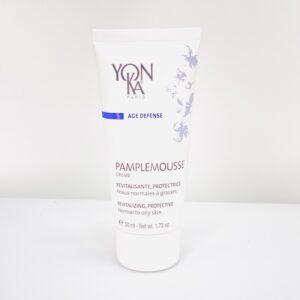 Yonka pamplemousse creme til normal eller fedtet hud. Masser af citrusfrugter giver en let frisk creme der virker opstrømmende på porerne og giver samtidig et energitilskud til din hud.