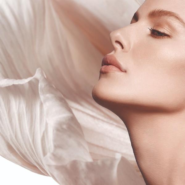 Vælg mellem forskellige mærker af ansigts cremer, der passer forskellige hudtyper og afhjælper forskellige hudproblemer
