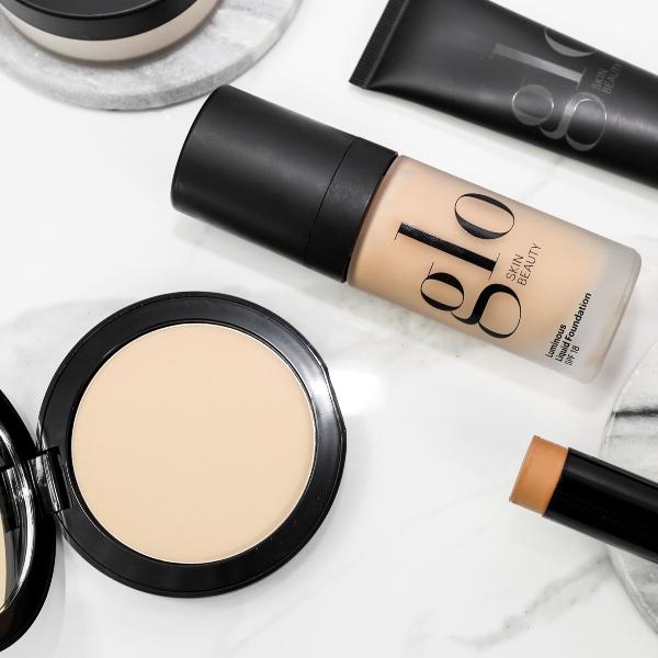 primer, concealer, foundation og pudder - stort udvalg af makeup for ansigtet