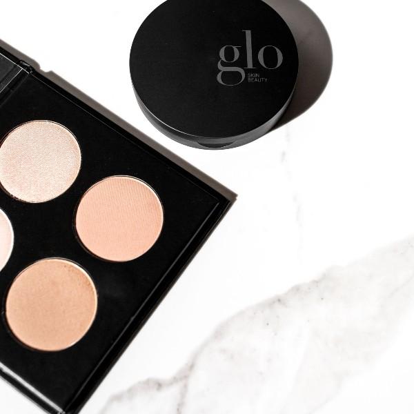 Udvalg af conture makeup der med lette farver fremhæver dine smukke ansigtsformer