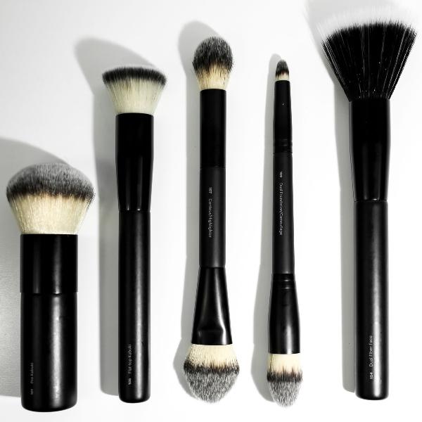 lækkert udvalg af makeup børster, pensler og tilbehør - vælg det gode værktøj og bevar kvaliteten med ugentlig vask af dine børster og pensler
